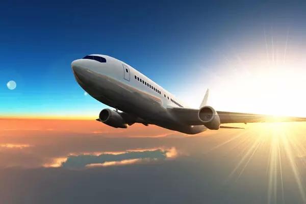 新型飞机囹�a_为满足日益增长的空中运输量的需求,适应新型飞机航程的扩展与