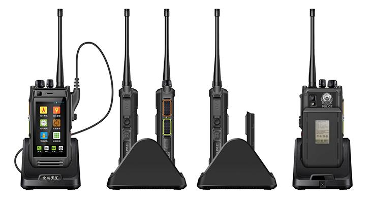 名称:北斗6S手持型用户机 型号:TH-NA6S 北斗6S手持型用户机是一款集北斗RDSS、北斗RNSS、GPS、GIS、GPRS、安卓操作平台和4G全网于一体的手持式智能移动终端,单兵综合集成度高,具备北斗卫星导航系统和全球卫星定位系统的单系统及双系统的组合定位功能;具有北斗短报文的收发功能并能够实现灾区内的应急通信保障;能够依托北斗卫星导航系统实现灾情特情位置的上报;支持北斗导航、北斗授时、移动语音通讯和数据通信、电子罗盘定向等功能。此外,该终端设备还可以广泛应用于国家安全、国防动员、边海防管控、人防